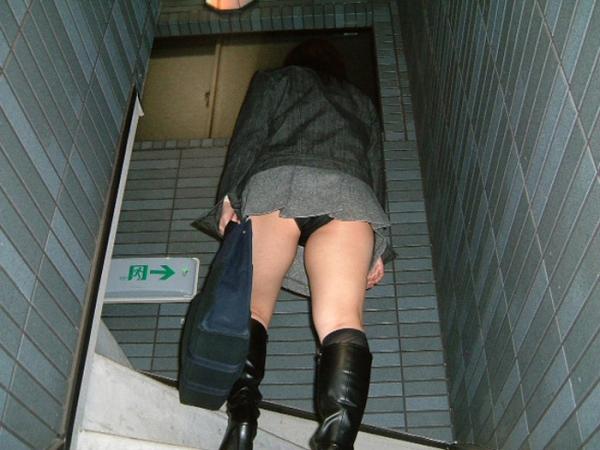 階段パンチラの画像-35