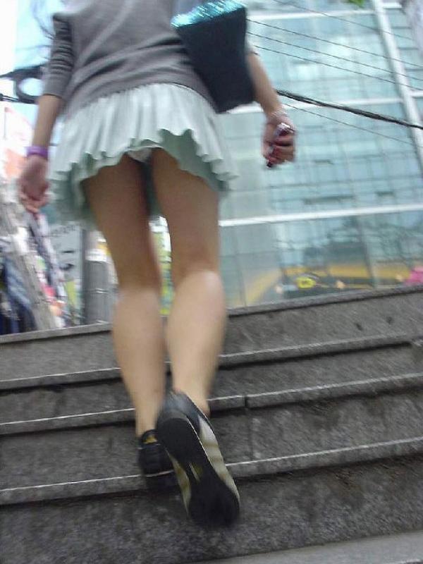 階段パンチラの画像-36