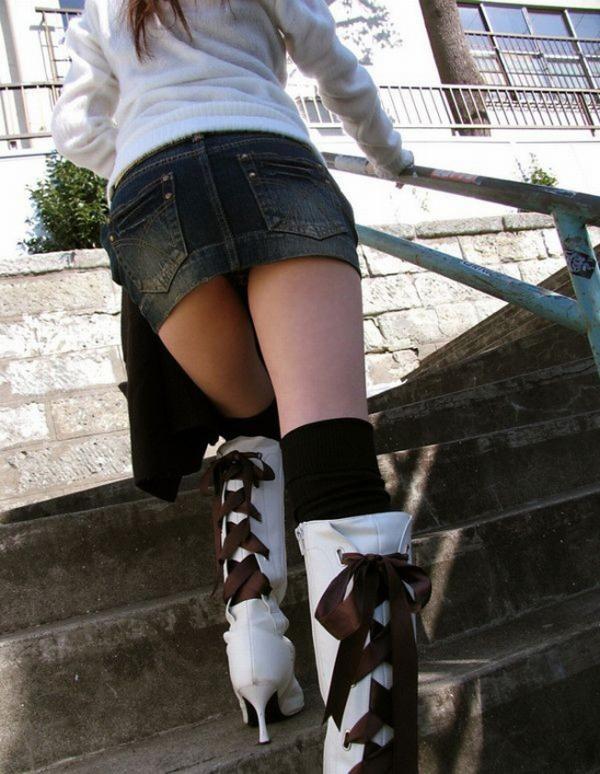 階段パンチラの画像-51
