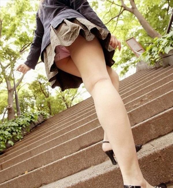 階段パンチラの画像-76