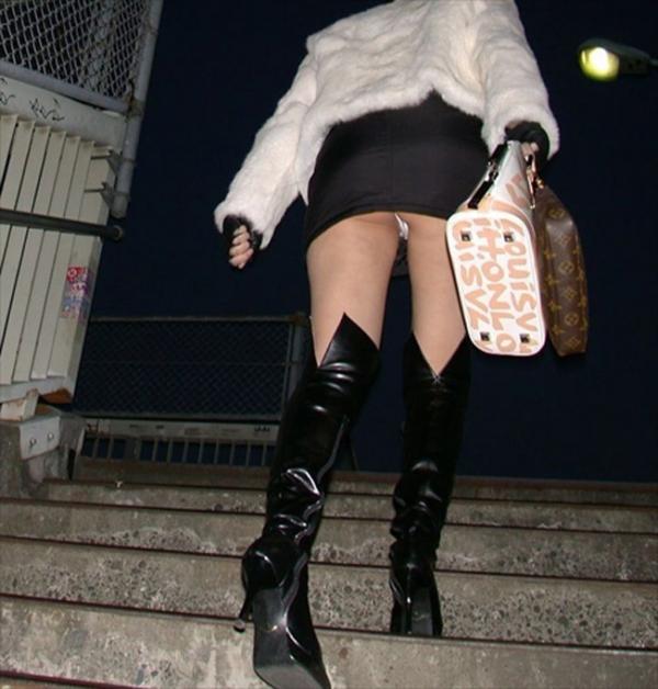 階段パンチラの画像-77