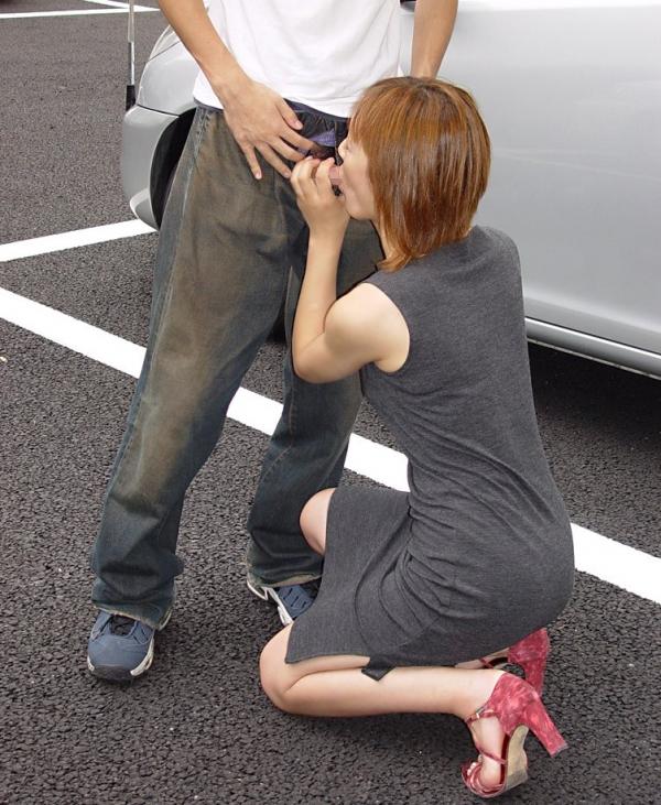 亀頭を舐めるフェラチオ画像-57