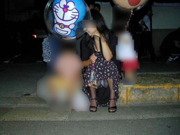 子持ちのパンチラ画像-18