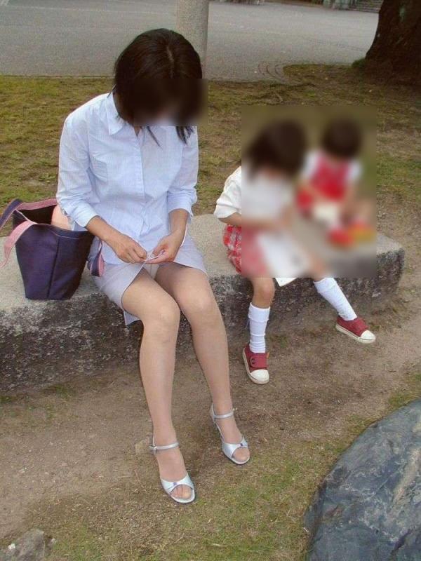 子持ちのパンチラ画像-22
