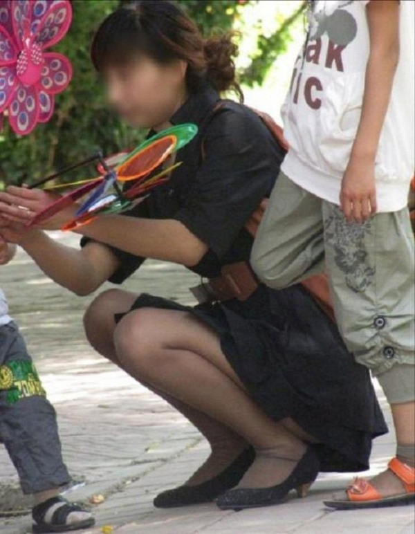 子持ちのパンチラ画像-55
