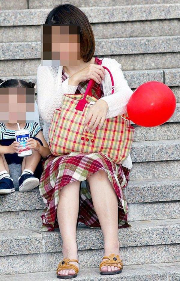 子持ちのパンチラ画像-61