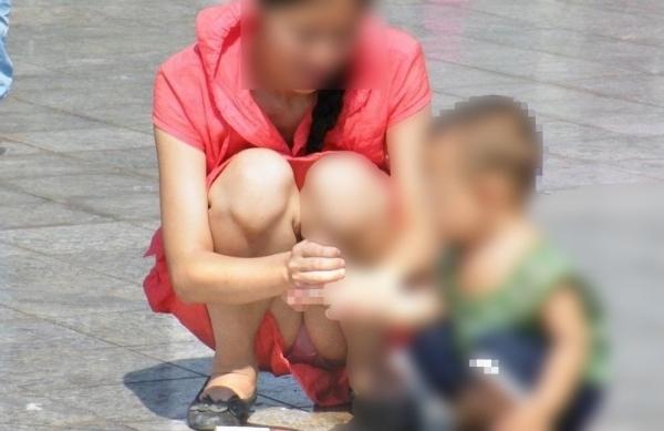 子育てママのパンチラ画像-24