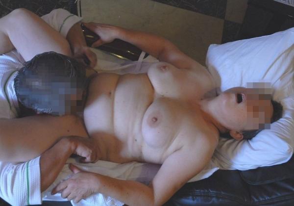人妻へのクンニ画像-40