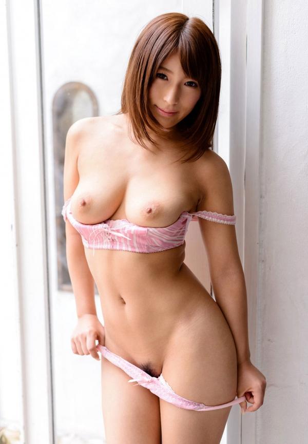 巨乳な人妻の生乳画像-36