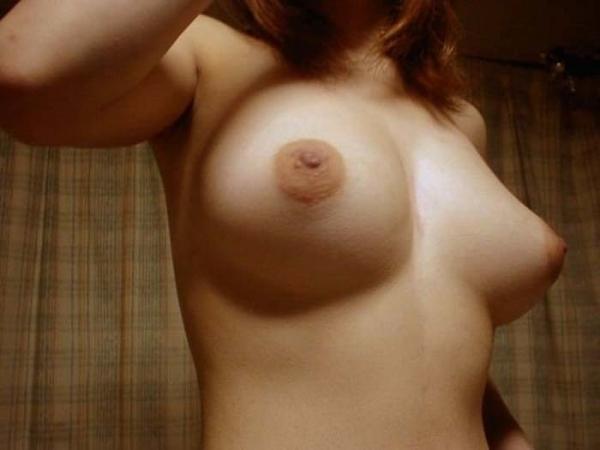 巨乳な人妻の生乳画像-53