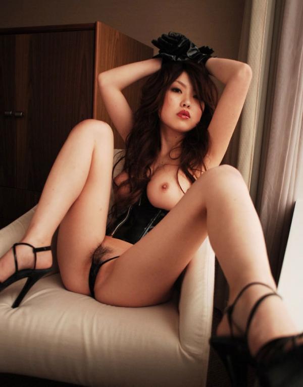 巨乳な人妻の生乳画像-58