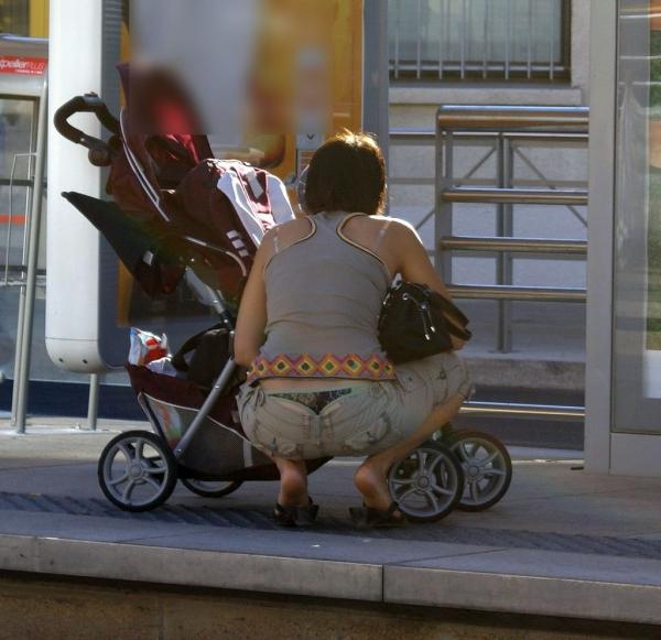 子連れママのパンチラ画像-2