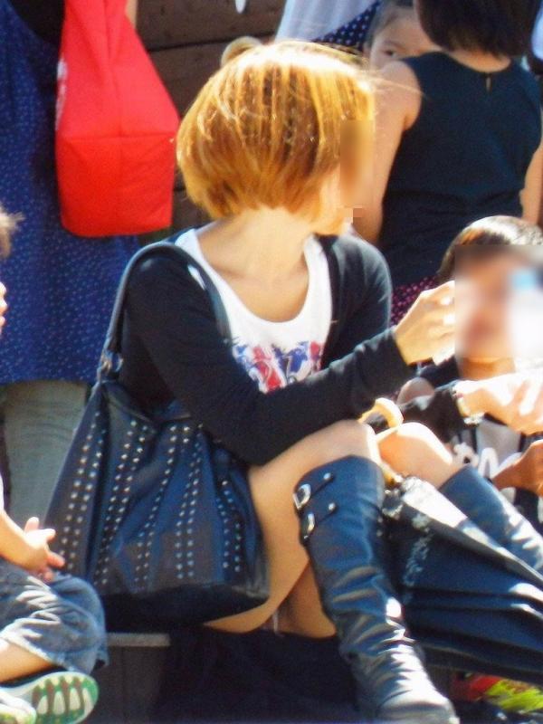 子連れママのパンチラ画像-21