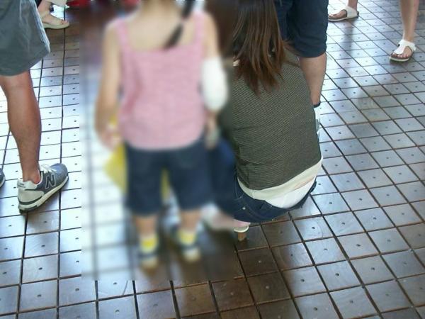 子連れママのパンチラ画像-26