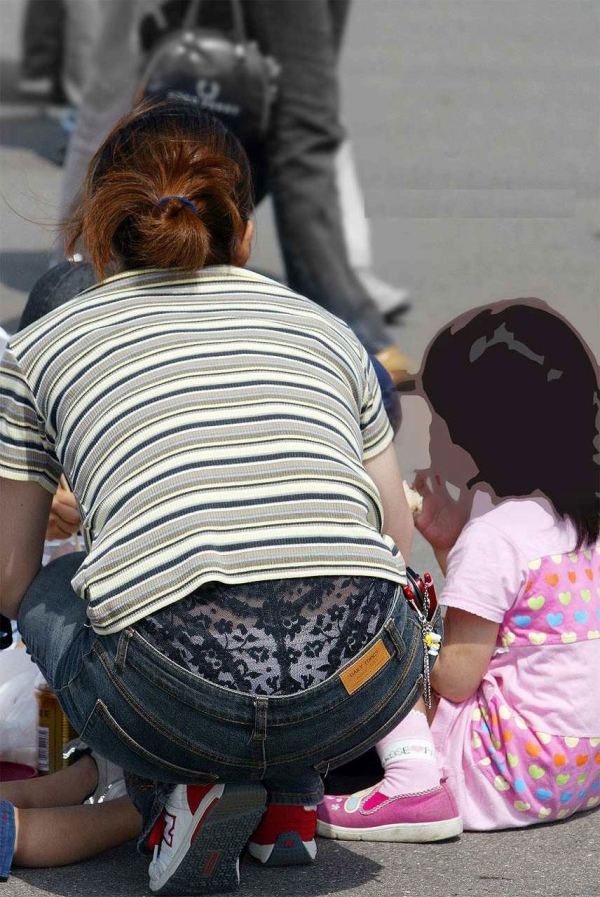 子連れママのパンチラ画像-29
