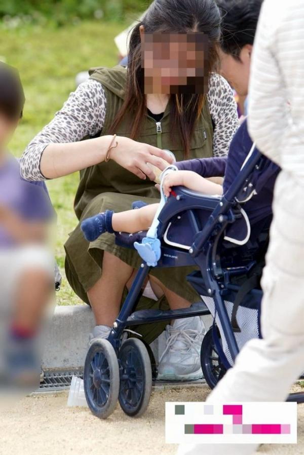 子連れママのパンチラ画像-47