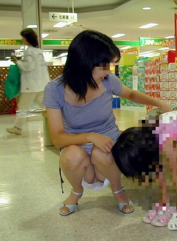 子連れママのパンチラ画像-52