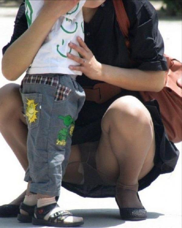 子連れママのパンチラ画像-57