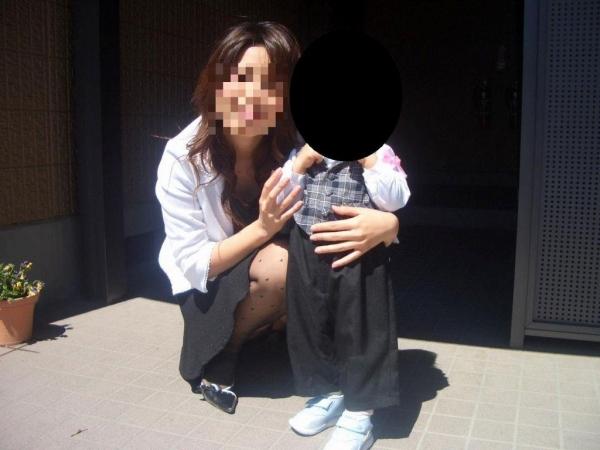 子連れママのパンチラ画像-58
