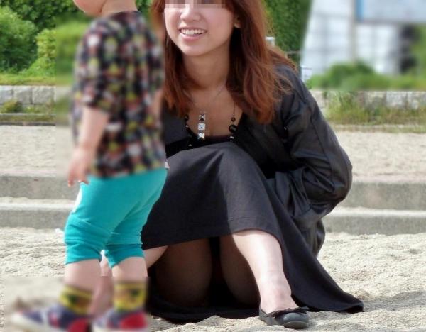 子連れママのパンチラ画像-59