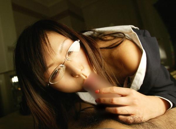 メガネ美人のフェラチオ画像-40