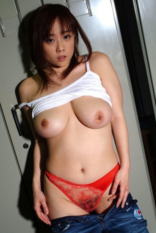 爆乳の乳輪画像-18