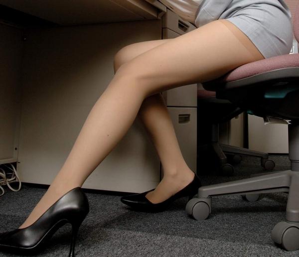OL太腿のエロ画像-55