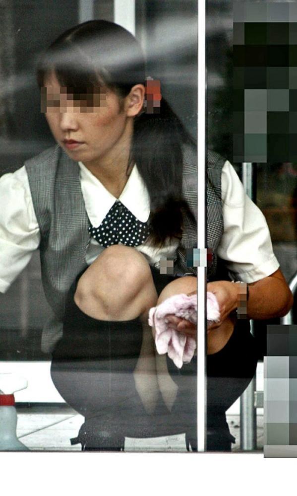 OLの制服パンチラ画像