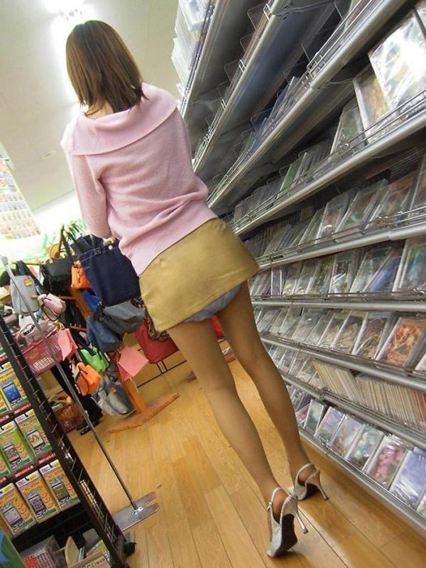 大人の女がオムツをしている画像-20