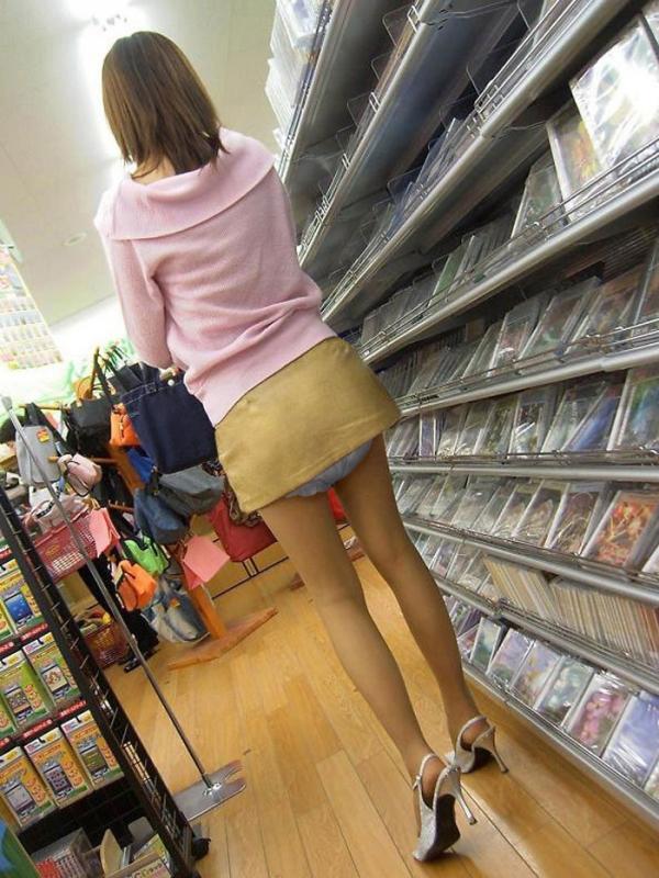 大人の女がオムツをしている画像-36