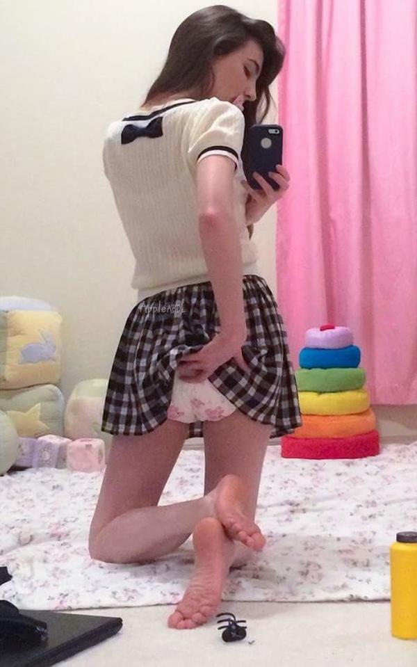 大人の女がオムツをしている画像-41