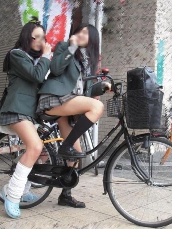 自転車パンチラの画像-8
