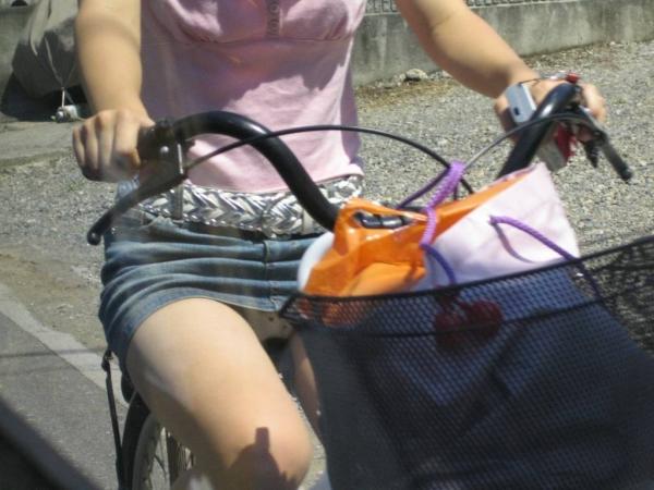 自転車パンチラの画像-14