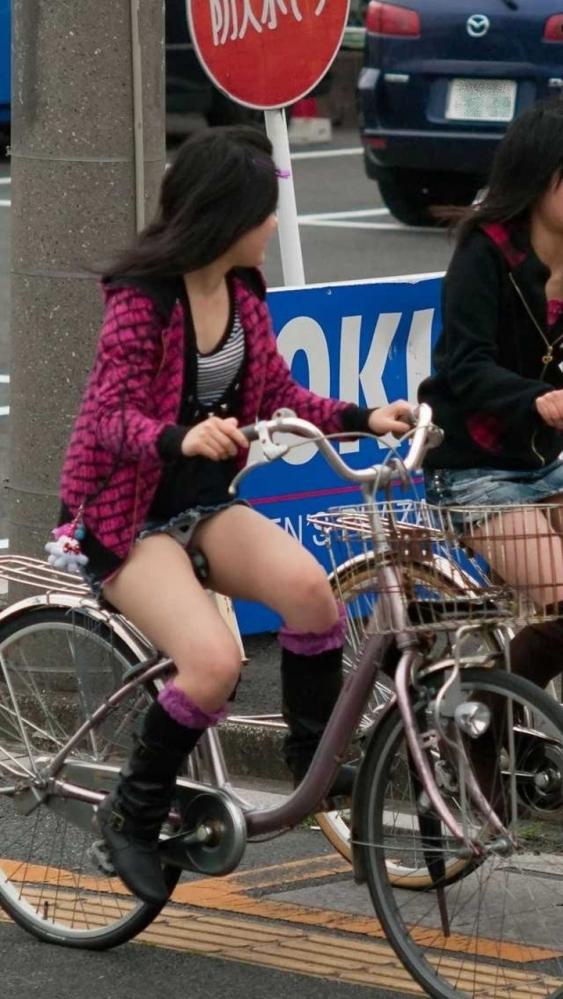 自転車パンチラの画像