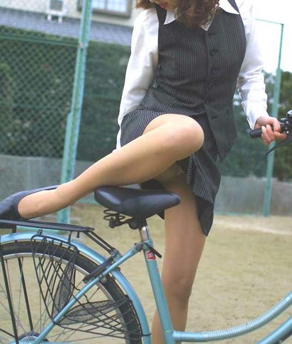 自転車パンチラの画像-27