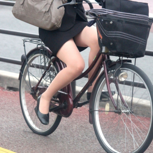 自転車パンチラの画像-38