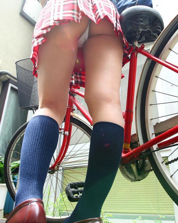 自転車パンチラの画像-41