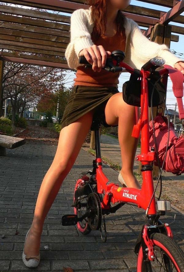 自転車パンチラの画像-42