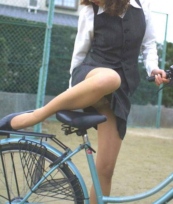 自転車パンチラの画像-45