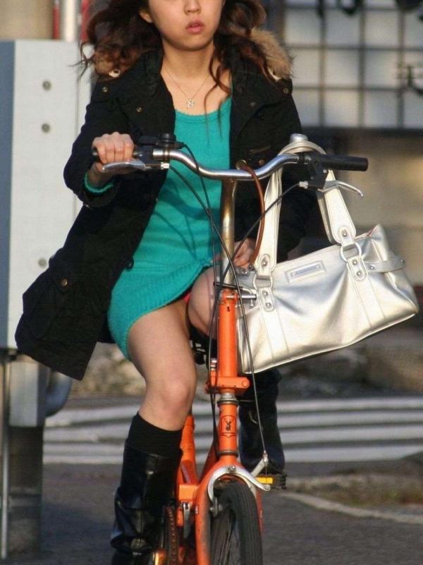 自転車パンチラの画像-47