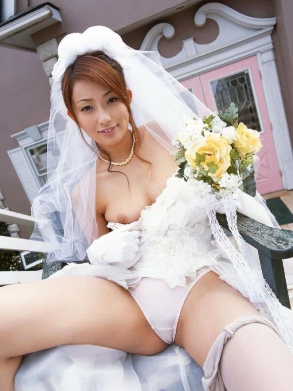 ウェディングドレスのパンチラ画像-1