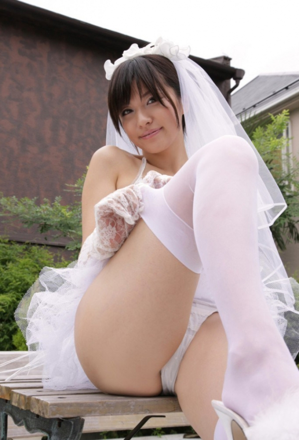 ウェディングドレスのパンチラ画像-3