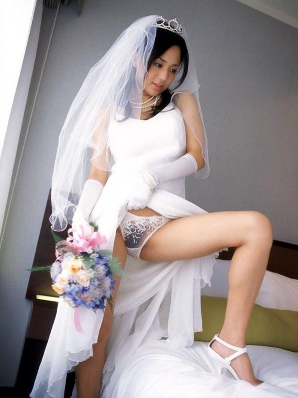 ウェディングドレスのパンチラ画像-5