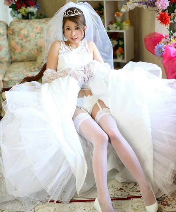 ウェディングドレスのパンチラ画像-13