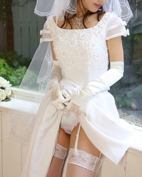 ウェディングドレスのパンチラ画像-15