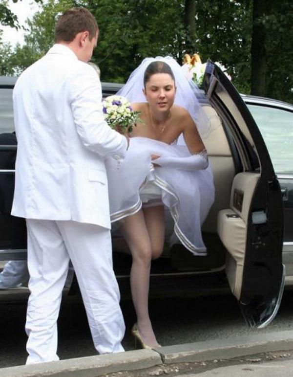 ウェディングドレスのパンチラ画像-21