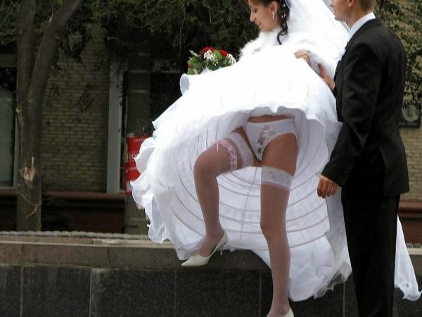 ウェディングドレスのパンチラ画像-26