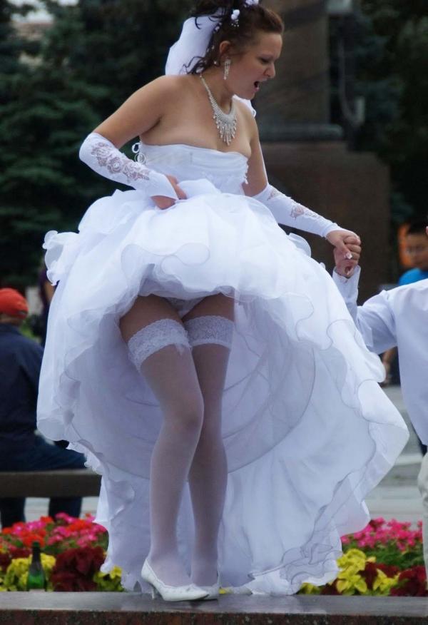 ウェディングドレスのパンチラ画像-32