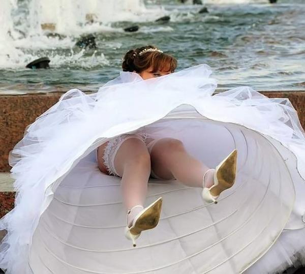 ウェディングドレスのパンチラ画像
