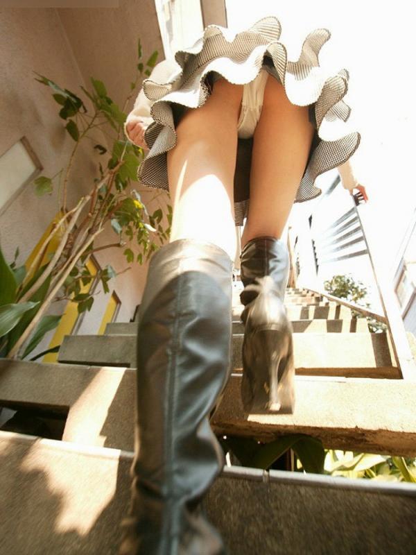 ローアングルのパンチラ画像-46